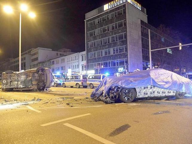 Un prototype de BMW Série 7 heurte un véhicule de police en Allemagne