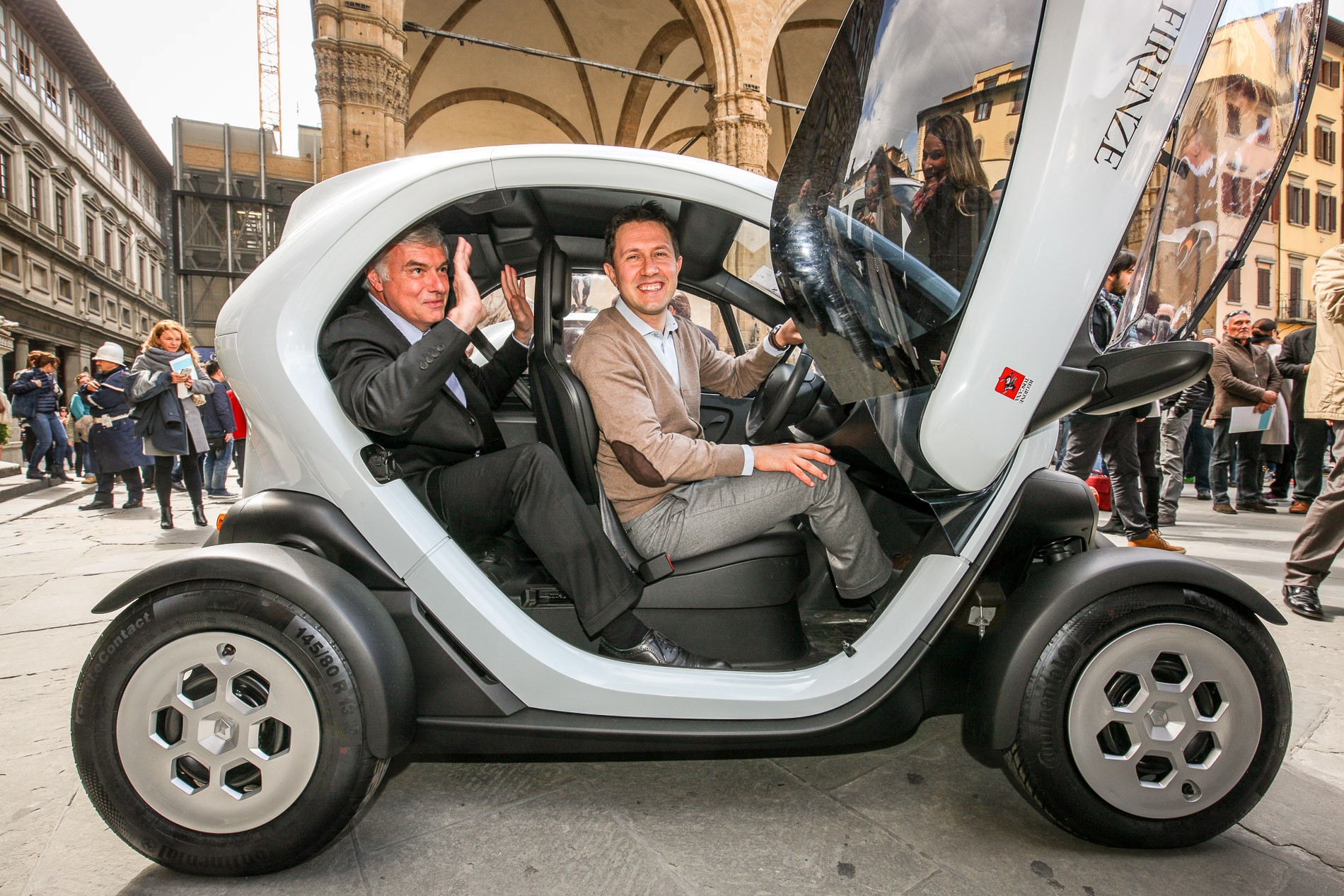 renault livre son 15 000e twizy en italie. Black Bedroom Furniture Sets. Home Design Ideas