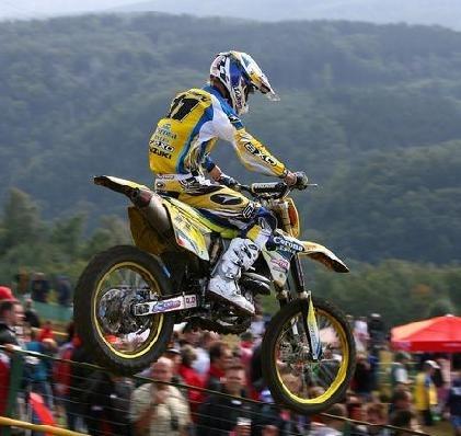 La saison de motocross commence en Italie.