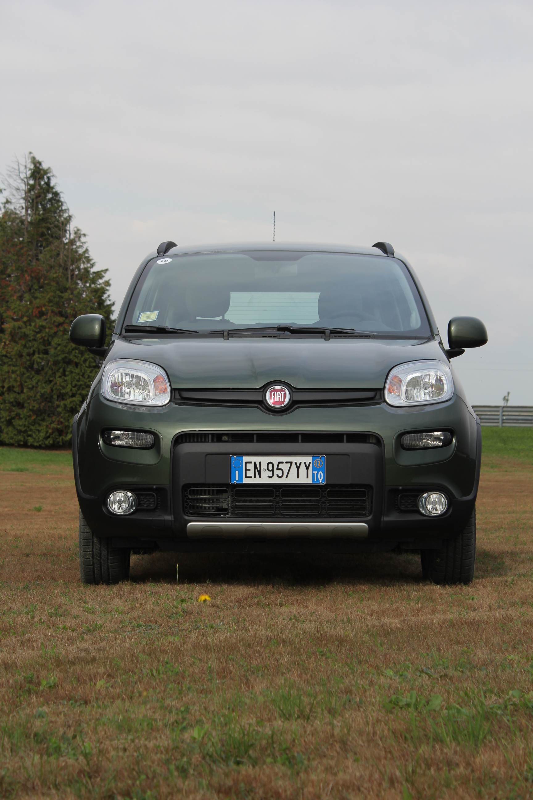 essai vid o fiat panda 4x4 petite mais costaud. Black Bedroom Furniture Sets. Home Design Ideas