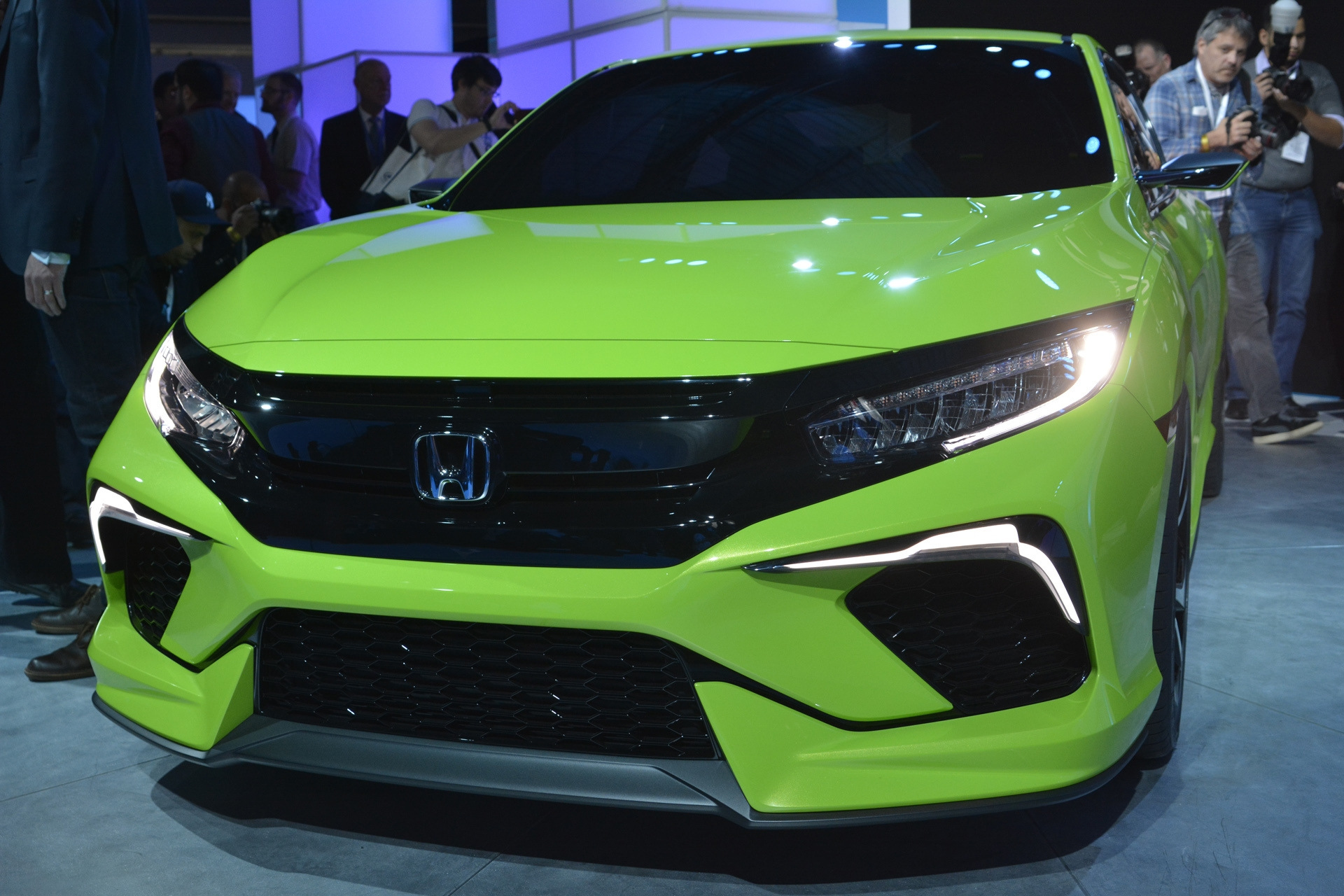 [Image: S0-Salon-de-New-York-Honda-Civic-Concept...349996.jpg]