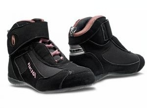 Pour les filles, la basket Richa Kart Boot Lady.
