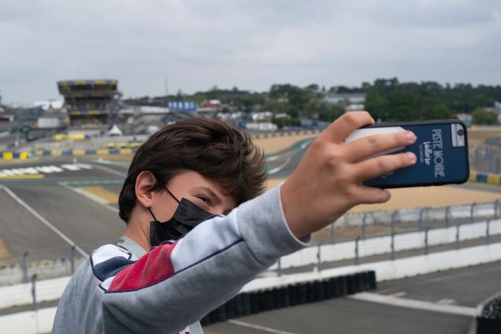un selfie sur les bords du circuit, histoire de prouver qu'on n'a pas rêvé.