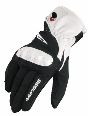 Les filles montrent patte blanche avec les gants Segura Seg 400 Lady.