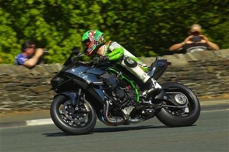 Tourist Trophy 2015: un nouveau record de vitesse pour James Hillier et la Kawasaki Ninja H2R avec plus de 331 km/ h