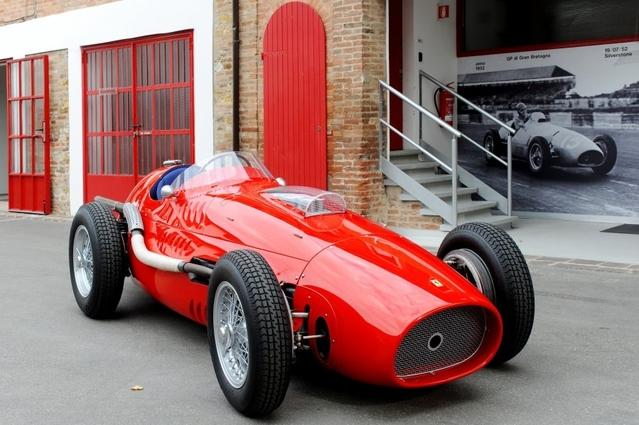 Le second modèle est une monoplace, la 500 F2, couronnée en1952 et1953.