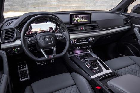Dommage, chez Audi l'écran est devenu mal intégré et reste fixe.