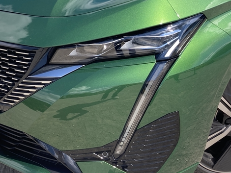 The headlamps are tapered and now stand alongside the vertical daytime running lights.