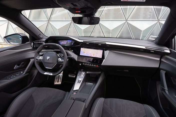 The dashboard is a more ergonomic evolution of that of the previous 308.