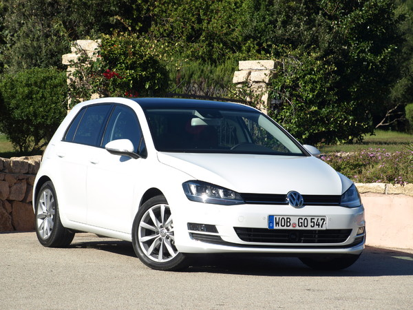 essai vid o volkswagen golf 7 sur le toit de l 39 europe. Black Bedroom Furniture Sets. Home Design Ideas