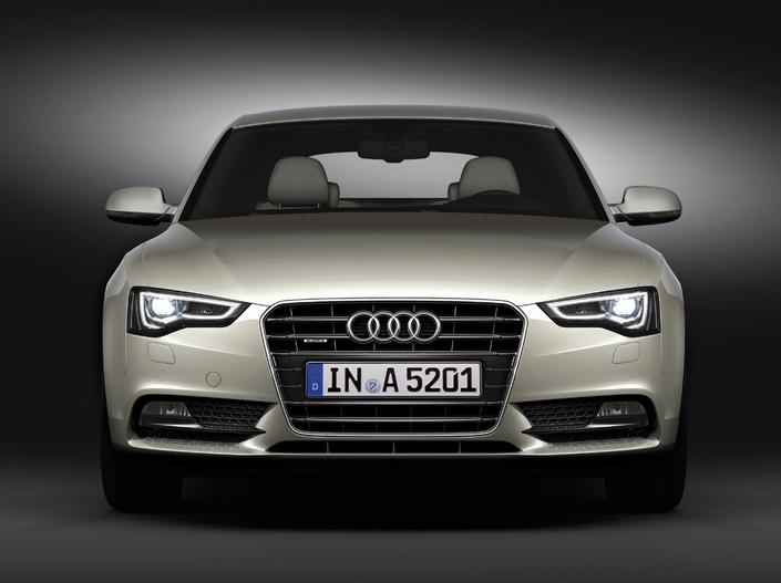 En 2011, l'A5 est restylée (notez le nouvel éclairage de jour) et perd à cette occasion son V6 3,2l FSI.