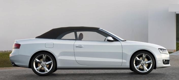 La capote de l'Audi A5 Cabriolet se déploie et se replie électriquement en 17 s et ce, jusqu'à 50km/h.