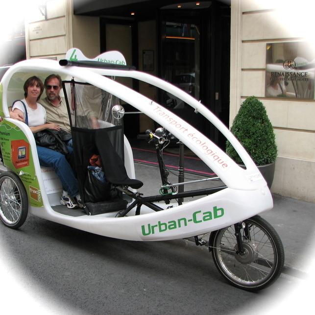 Paris : les vélos-taxis électriques, un transport écolo rigolo en période de grève !