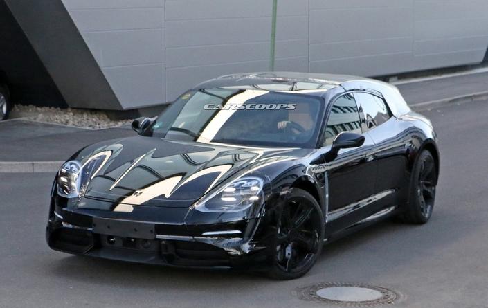 La Porsche Taycan Sport Turismo se fait la malle