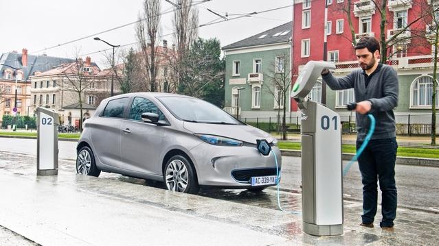 """France 2 instruit à """"charge"""" contre Renault et la voiture électrique: ont-ils raison?"""