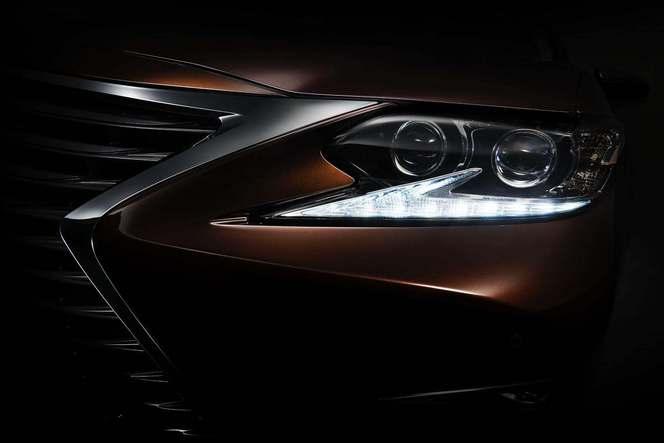 Shanghai 2015 : Lexus tease le restyling de sa berline ES