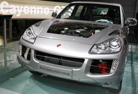 Salon de Francfort : le Porsche Cayenne hybride joue la transparence
