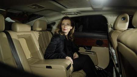Jaguar félicite Valérie Trierweiller parce qu'elle roule en XJ...
