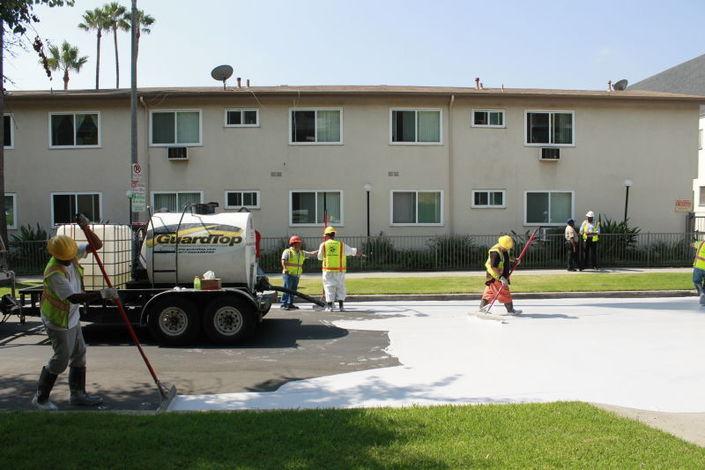 Pour faire baisser la température, Los Angeles repeint ses routes en blanc