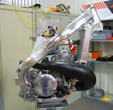 Gamma Moto aligne un Kawasaki KX500 au championnat de France de Supermotard (vidéo)