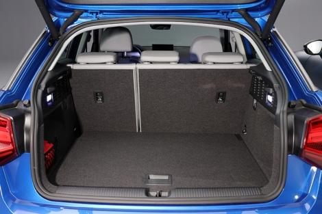 405 litres disponibles dans le coffre du Q2, contre 350 à la française. De plus, la modularité de l'allemande peut être améliorée grâce à l'option banquette arrière rabattable en 3 parties.