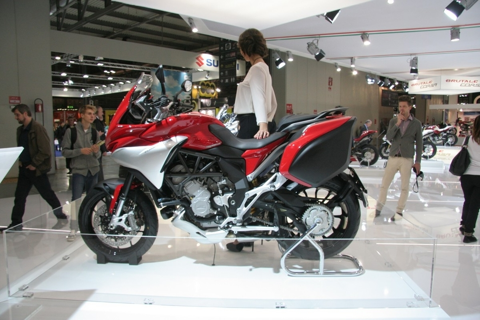 Salon de Milan en direct : Mv Agusta Veloce et Lusso 800