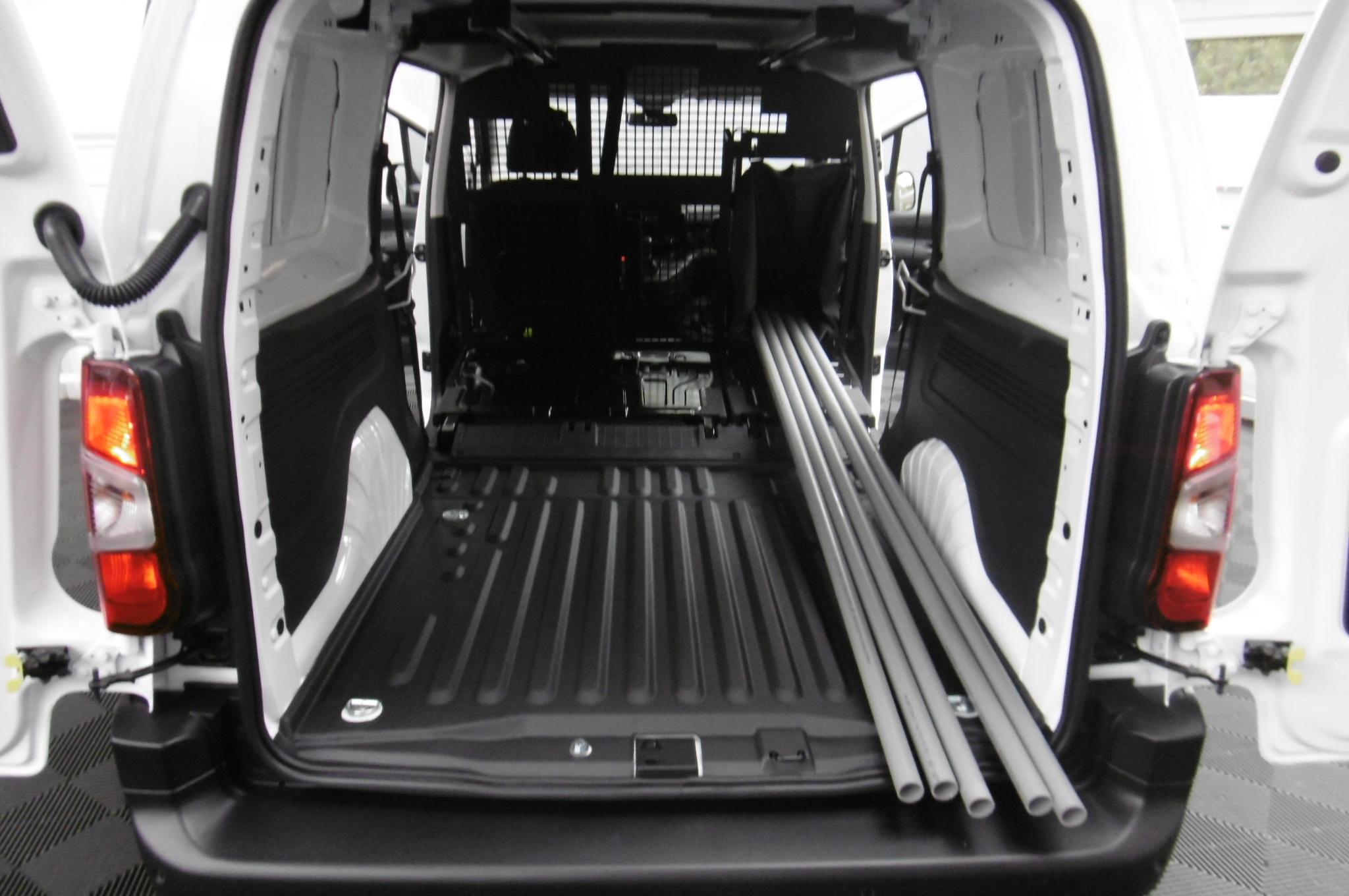 Nissan Cargo Van >> Essai - Peugeot Partner : tout simplement van of the year 2019
