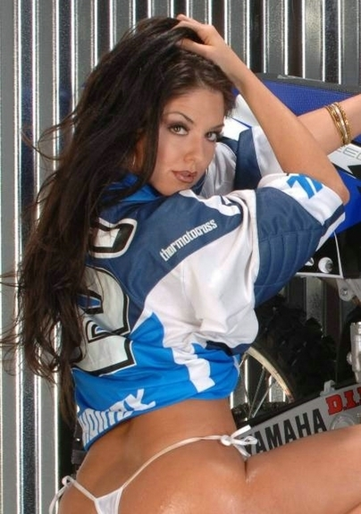 Moto & Sexy : Angelina, Kyla, Shamron et Tara pour du Motocross