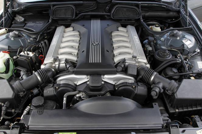 BMW célèbre 25 ans de V12