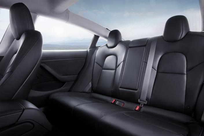 Un coffre avant, un autre à l'arrière, et un habitacle spacieux: la Model 3 est une vraie familiale.