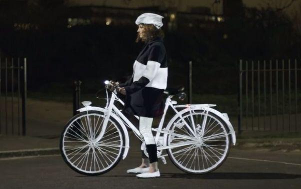 Volvo lance un spray réfléchissant pour les cyclistes