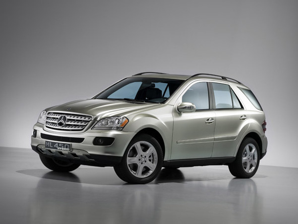 mercedes gros plan sur son suv ml 450 hybrid. Black Bedroom Furniture Sets. Home Design Ideas