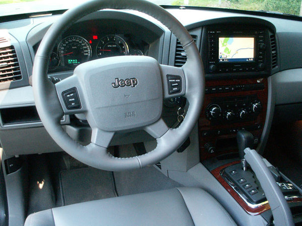essai jeep grand cherokee r ponse tout. Black Bedroom Furniture Sets. Home Design Ideas