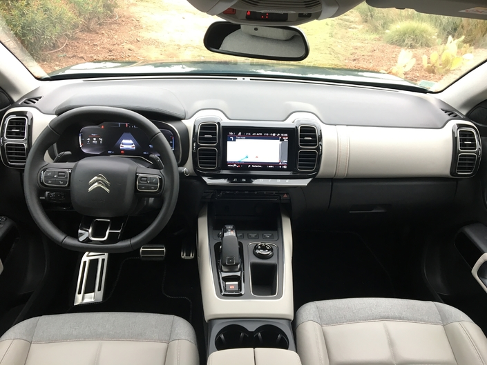 La planche de bord est une réussite et, contrairement à celle de la Peugeot 3008, devrait faire l'unanimité.