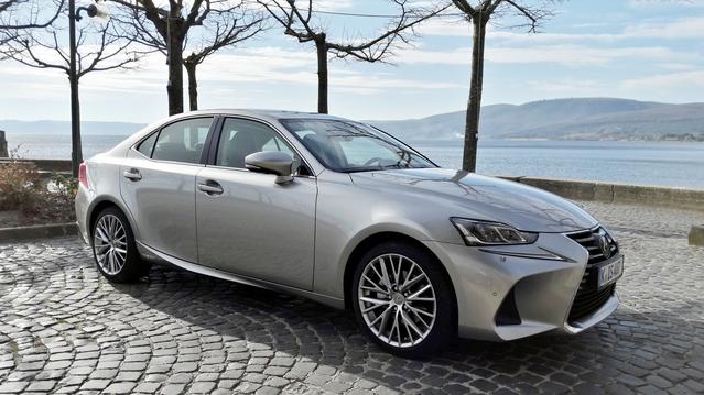 Essai vidéo - Lexus IS 300h restylée (2017) : elle continue à défier les allemandes