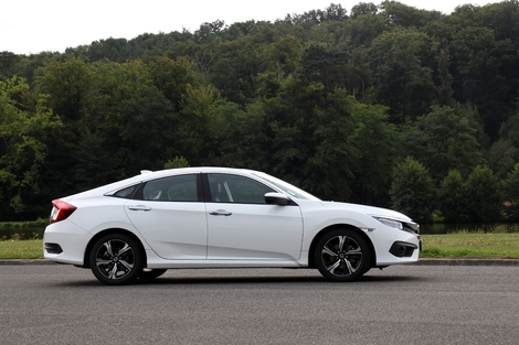 Essai vidéo - Honda Civic 4 portes (2017) : la marginale