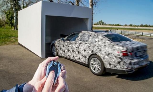 La future bmw s rie 7 pourra entrer et sortir d 39 un garage for Fonctionnement d un garage automobile