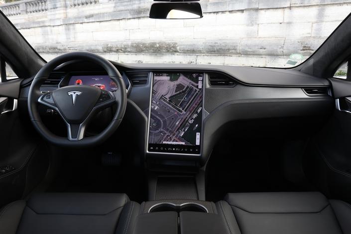 Vous avez devant les yeux l'écran le plus garnd de la production automobile.