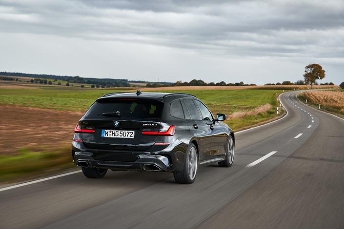 340 ch pour la BMW M340d, soit à 3 ch près la puissance de la M3 E46...mais seulement 6,2 l/100 km de consommation moyenne selon les normes WLTP. Qui dit mieux?
