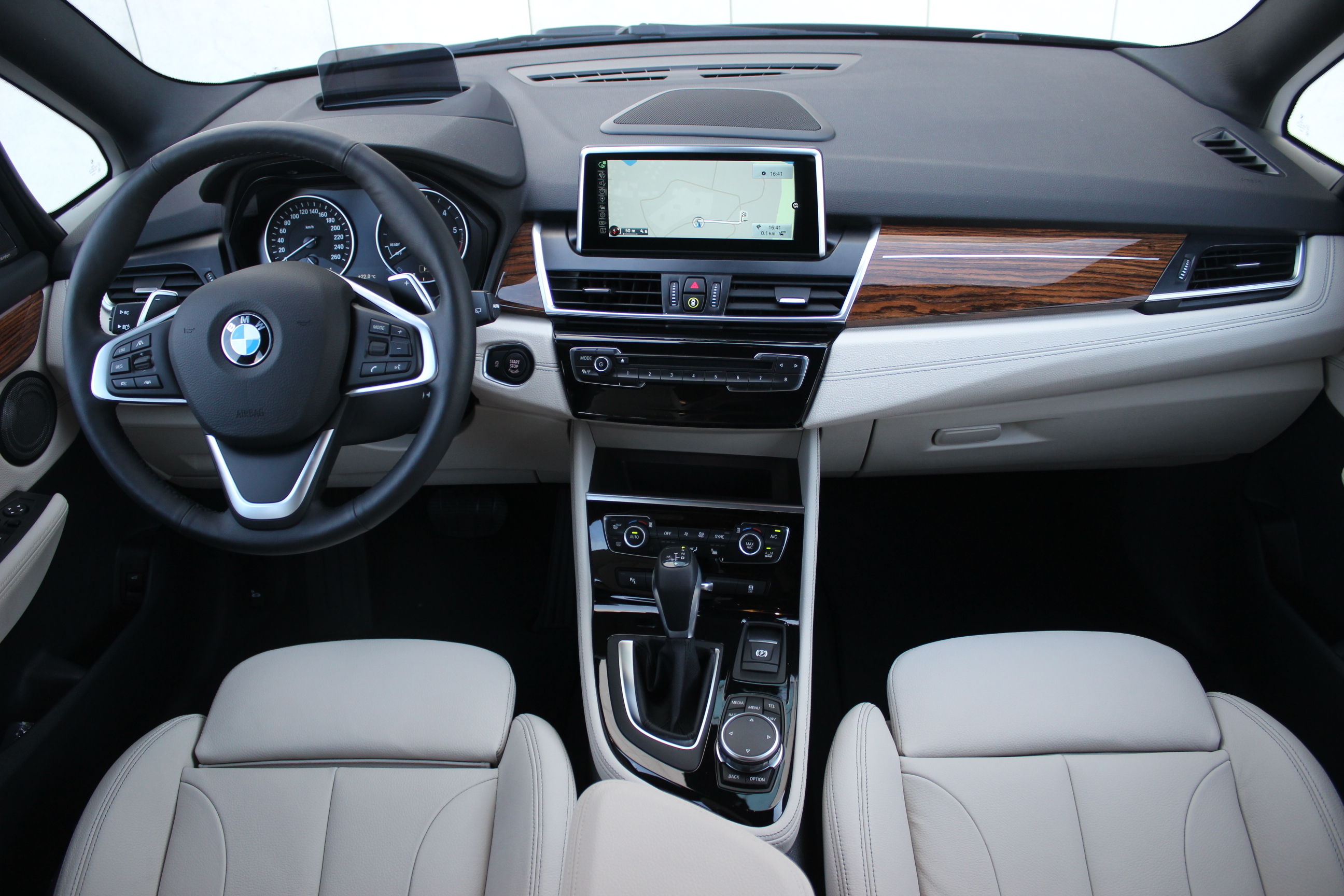essai vid o bmw s rie 2 gran tourer sept places en premi re classe. Black Bedroom Furniture Sets. Home Design Ideas