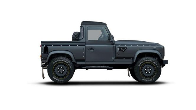 Flying Huntsman 105 Pick Up par Kahn Design, un Land Rover Defender pick-up à gros nez