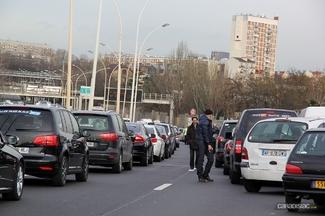 Taxis contre VTC : les taxis continuent de manifester
