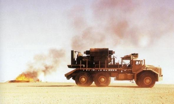 Le T100 a notamment servi à l'exploitation pétrolière en Algérie à la fin des années 50. A l'échelle du désert, il n'est pas si gros...