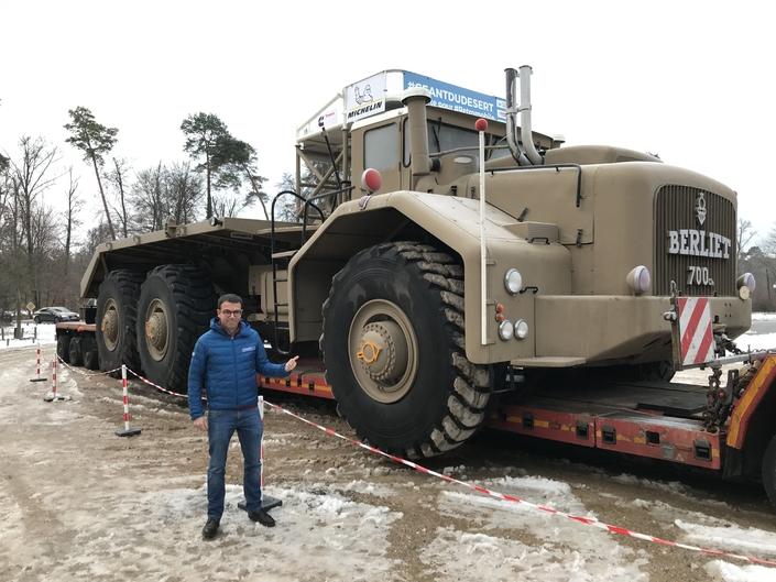 5 mètres de haut, et des roues qui pèsent chacune 1 tonne!