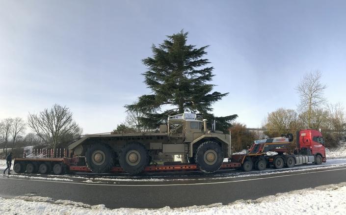Le convoi mesure 32 mètres de long. Il a mis quatre jours pour relier la région lyonnaise à Paris.