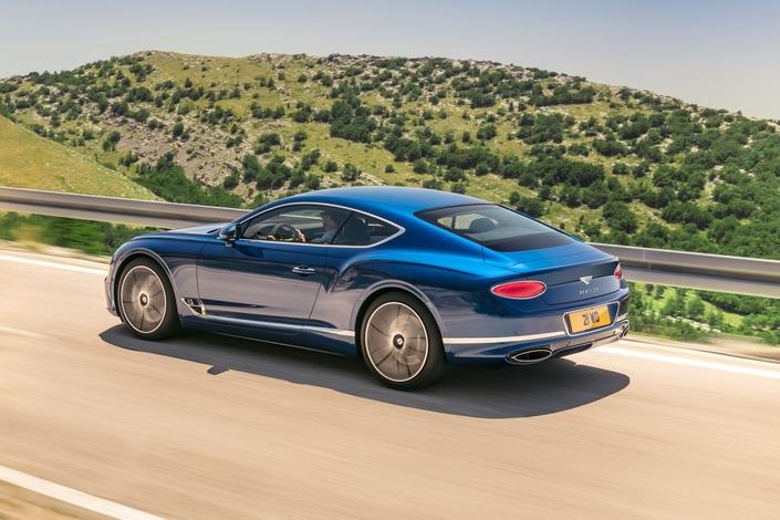 C'est sous cet angle que la Continental GT évolue le plus, avec un petit effet fastback.