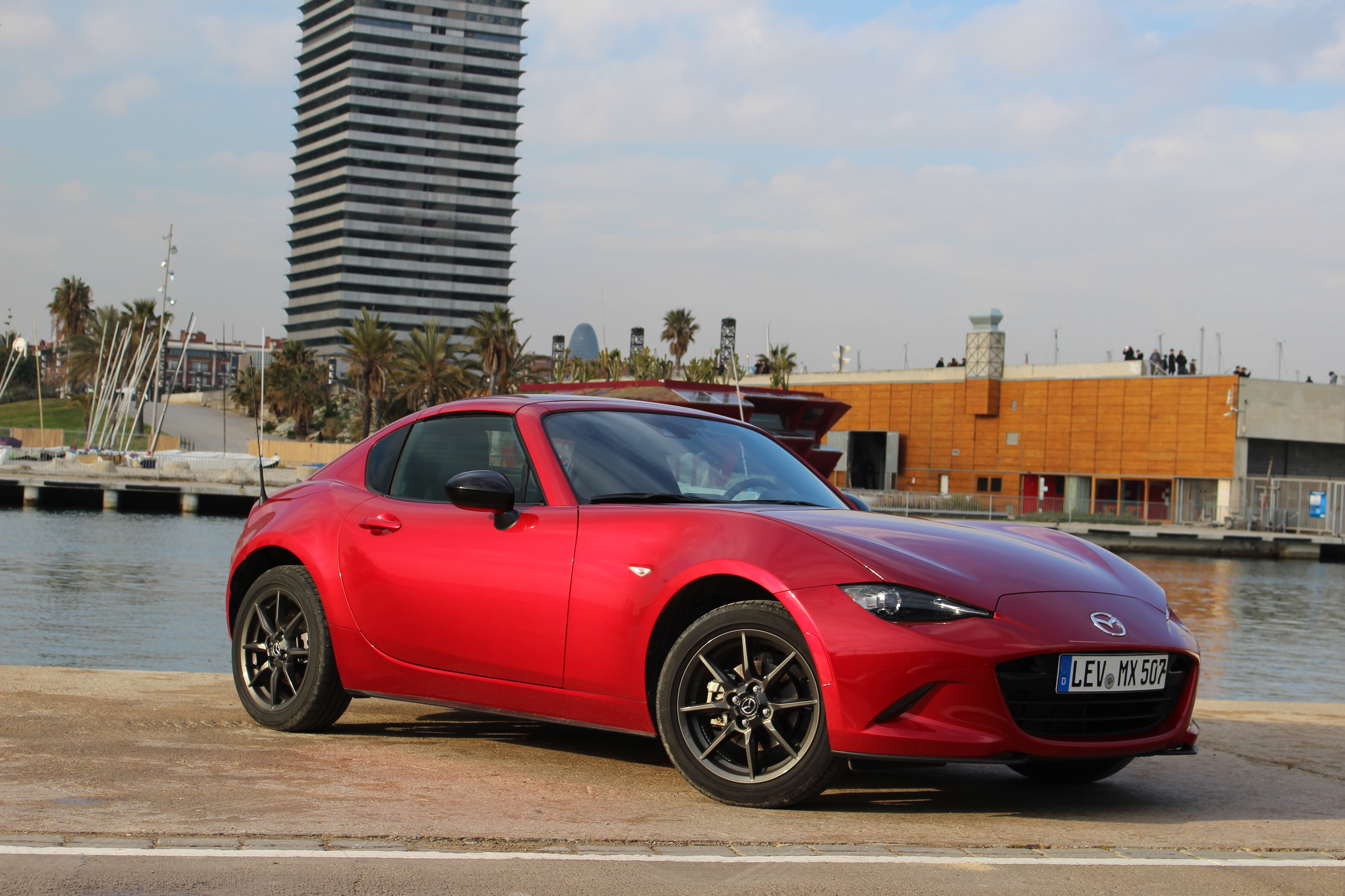 essai vid o mazda mx 5 rf 2017 toit moi. Black Bedroom Furniture Sets. Home Design Ideas