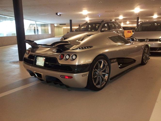 Une Koenigsegg Trevita à l'abandon dans un parking suisse