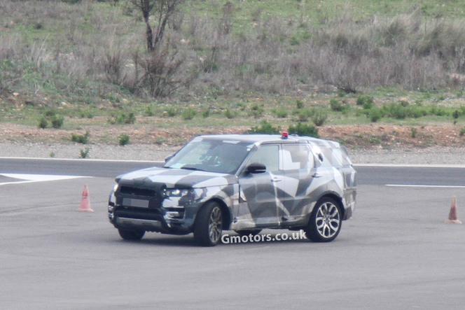 Surprise : le futur Range Rover Sport slalome