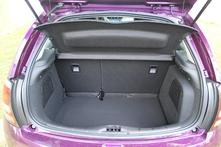 Le coffre, fort de 300 litres, est logeable. L'option sound system et son caisson empiète quelque peu cependant.